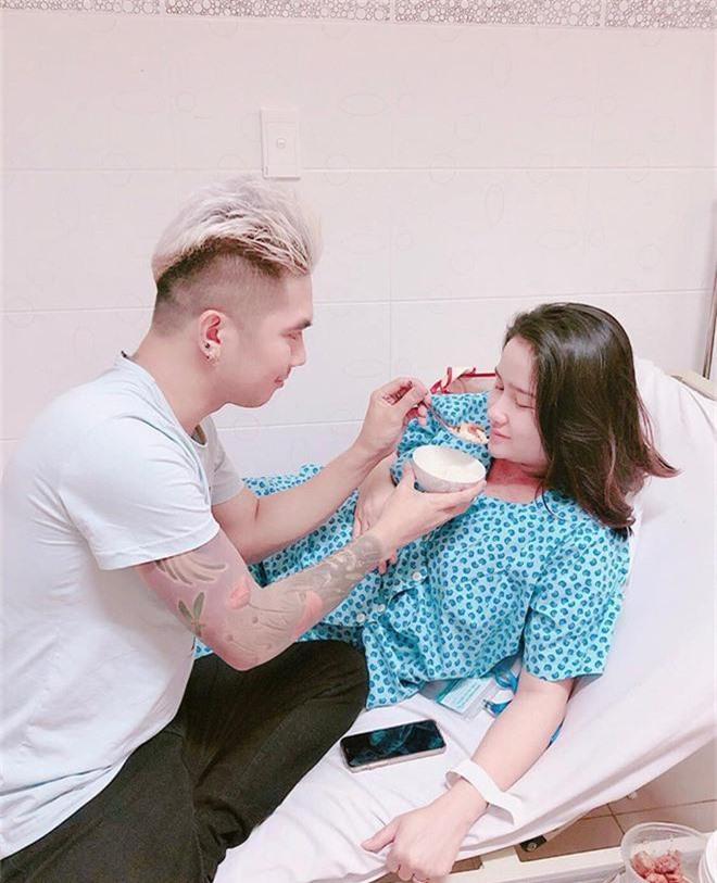 Hậu ồn ào chia tay Lương Bích Hữu, Khánh Đơn hạnh phúc khoe bà xã hot girl vừa sinh con đầu lòng nặng 3kg - Ảnh 2.