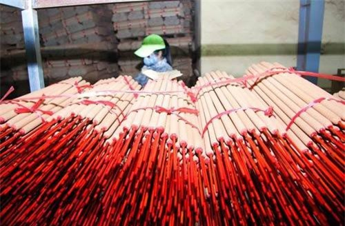 Ấn Độ hiện là thị trường xuất khẩu hương (nhang) chính (không có thị trường thay thế) của ngành hương (nhang) xuất khẩu của Việt Nam. Cả nước hiện có hơn 100 doanh nghiệp sản xuất hương (nhang) ở cả ba miền Bắc, Trung, Nam.