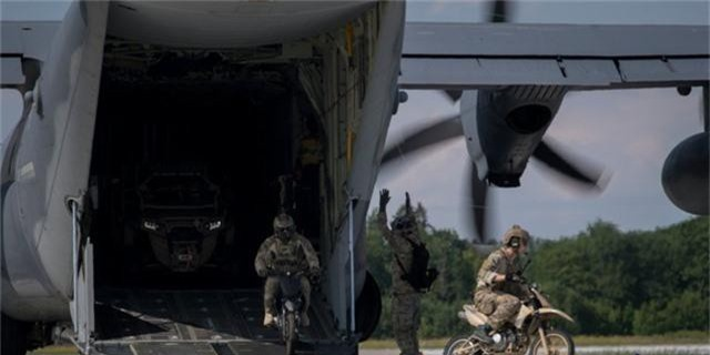 Bức tường biên giới của ông Trump và nỗi lo năng lực quân sự Mỹ bị suy yếu - 4