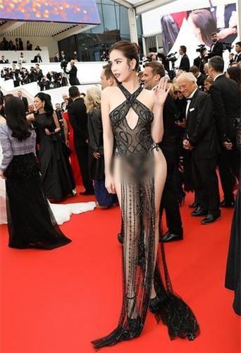 Ngọc Trinh với bộ váy ren trong suốt, mặc mà như không mặc khi đi dự Cannes 2019 từng khiến báo chí tốn không ít giấy mực. Ảnh: we25.