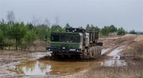 MZKT-79291 được lựa chọn làm nền tảng cho các thành phần của S-500. Ảnh: TASS.