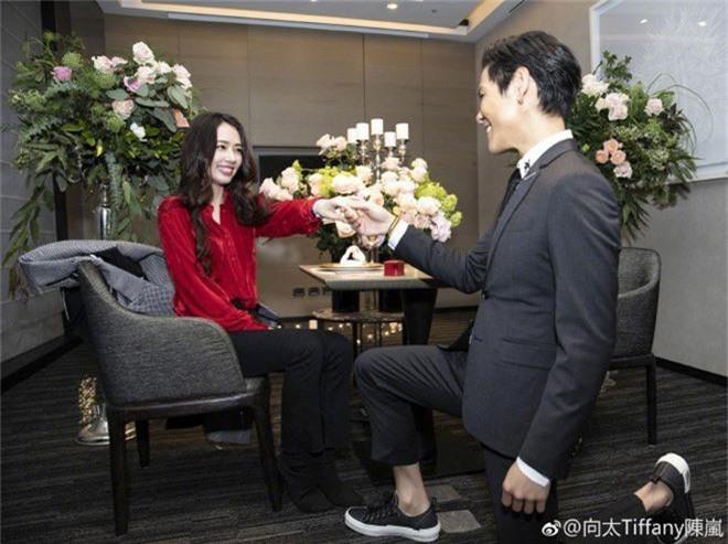 Đám cưới đột ngột nhất Cbiz: Tình cũ Seungri và cháu nội trùm xã hội đen Hong Kong bí mật tổ chức hôn lễ tại Ý - Ảnh 6.