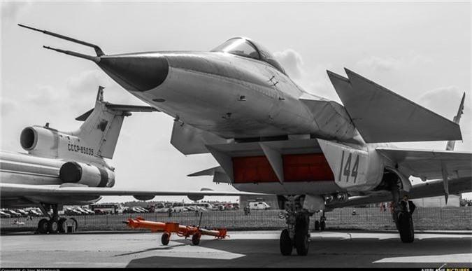 Thich thu truoc doi hinh Su-57 cung 2 sieu co bi an tai MAKS 2019-Hinh-7