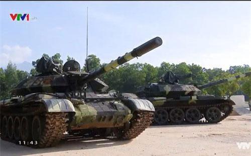 """Đoạn phóng sự về những chiếc xe tăng T-54M cùng ba kíp lái vừa làm nên kỳ tích tại giải đấu Tank Biathlon 2019 trên VTV đã cho thấy những hình ảnh cực kỳ hiếm hoi về """"nội thất"""" bên trong của chiếc xe tăng Việt Nam. Nguồn ảnh: VTV."""