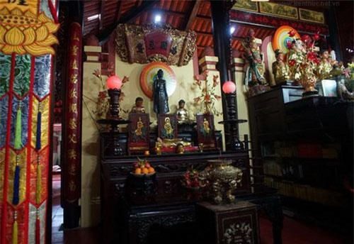 Nằm ở phường 2, quận 11, TP HCM, chùa Phụng Sơn là nơi đang lưu giữ bức tượng Phật bằng đồng gắn với câu chuyện bí ẩn xảy ra cách đây 2 thế kỷ.