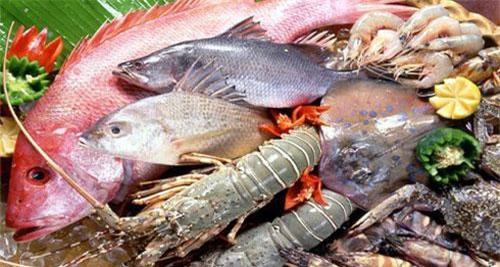 Nhiều bà nội trợ muốn tìmcách chọn mua hải sản tươi ngon nhất? (Ảnh: Internet)