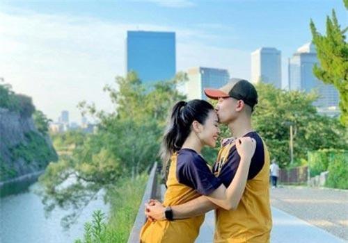 Diễn viên Anh Vũ công khai yêu bạn gái hot girl đã có 2 con riêng.