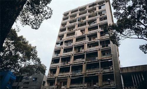 Bí ẩn về khách sạn bỏ hoang lừng lẫy một thời tại Sài Gòn