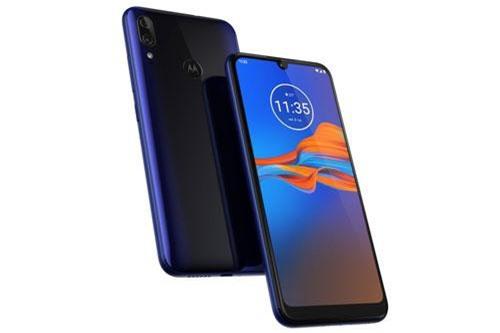 Motorola Moto E6 Plus có 4 màu Polished Graphite, Bright Cherry, Rich Cranberry, Caribbean Blue. Máy được bán ra ở châu Âu từ cuối tháng 9 này với giá khởi điểm 139 euro (tương đương 3,57 triệu đồng).