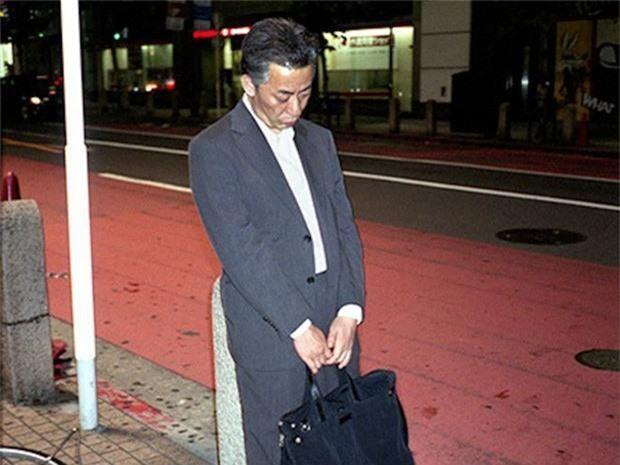 Chùm ảnh về các doanh nhân ngủ trên đường phố mô tả chân thực về văn hóa làm việc khắc nghiệt nhất thế giới của Nhật Bản - Ảnh 51.