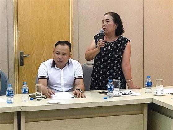 Bà Chu Thị Nguyệt - đại diện Công ty TNHH Ánh Hồng chia sẻ khó khăn tại cuộc họp.