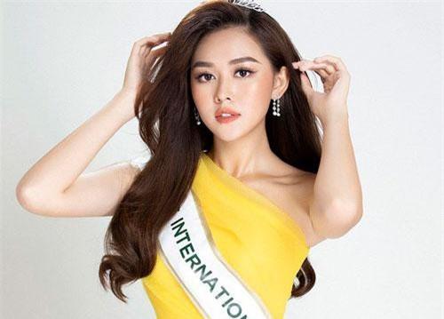 Vừa ra mắt, Á hậu Tường San đã được dự đoán lọt top 12 Hoa hậu Quốc tế 2019