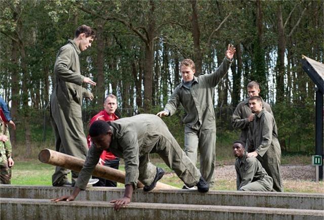Văn Hậu vắng mặt trong buổi tập quân sự của Heerenveen - 2