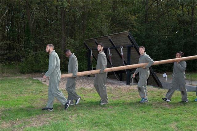 Văn Hậu vắng mặt trong buổi tập quân sự của Heerenveen - 5