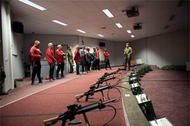 Văn Hậu vắng mặt trong buổi tập quân sự của Heerenveen - 6