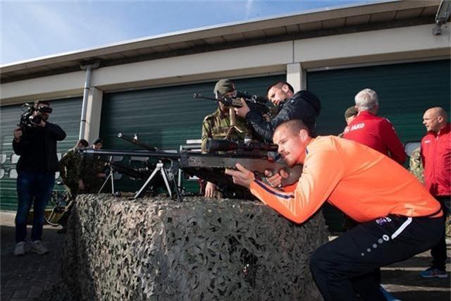 Văn Hậu vắng mặt trong buổi tập quân sự của Heerenveen - 8