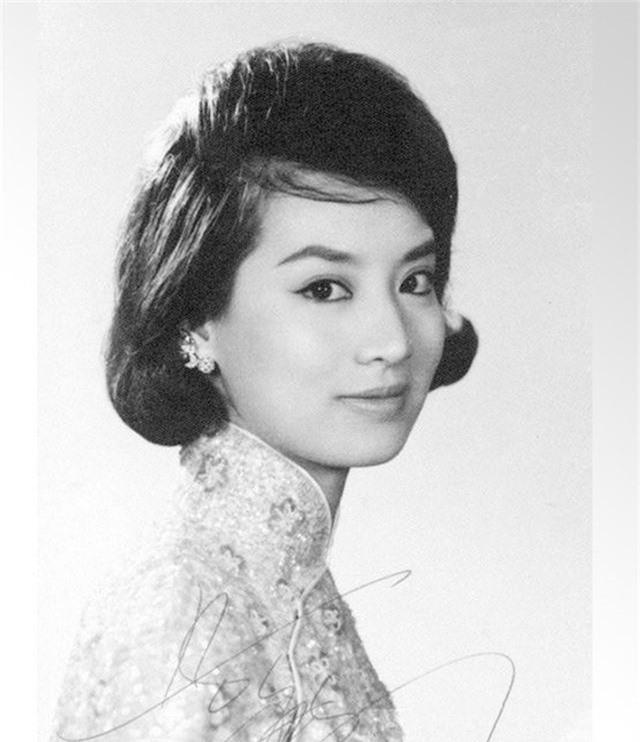 Chuyện tình huyền thoại nhưng gây tranh cãi của tỷ phú Hồng Kông: Yêu ròng rã suốt 45 năm trời và lễ cưới được tổ chức khi đã 90 tuổi - Ảnh 3.