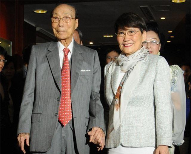 Chuyện tình huyền thoại nhưng gây tranh cãi của tỷ phú Hồng Kông: Yêu ròng rã suốt 45 năm trời và lễ cưới được tổ chức khi đã 90 tuổi - Ảnh 4.