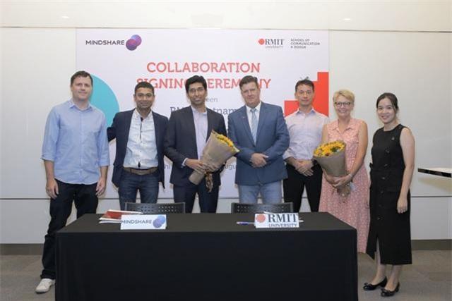 Đội AWM, gồm hai sinh viên ngành Kinh doanh (Kinh tế và Tài chính) Vũ Hoàng Trung và Vũ Mạnh Hà, đã giành giải Nhất vòng quốc gia cuộc thi Khám phá Khoa học dữ liệu ASEAN 2019 với dự án nâng cao năng lực cho những dân tộc thiểu số ở các quốc gia ASEAN.