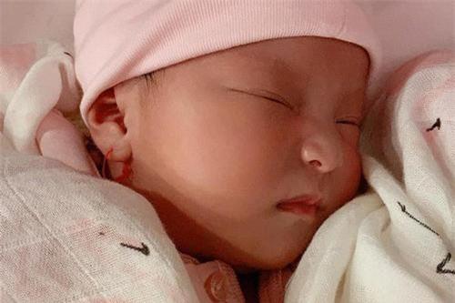 Chân dung đáng yêu của con gái Lê Phương khiến cộng đồng mạng xuýt xoa