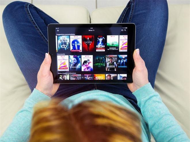 7. Bang nào cấm chia sẻ mật khẩu Netflix? Bang Tennessee cấm người dân chia sẻ mật khẩu tài khoản xem phim trực tuyến Netflix cho người khác. Luật nhắm tới những cá nhân hack hàng nghìn tài khoản, lấy cắp mật khẩu rồi bán lại cho người khác để kiếm lời. Tuy nhiên, luật này cũng bị đánh giá khó thực thi.