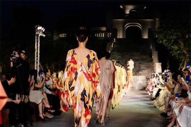 """"""" Yên"""" - Bộ sưu tập thời trang được khơi nguồn cảm hứng từ vùng đất Yên Tử"""