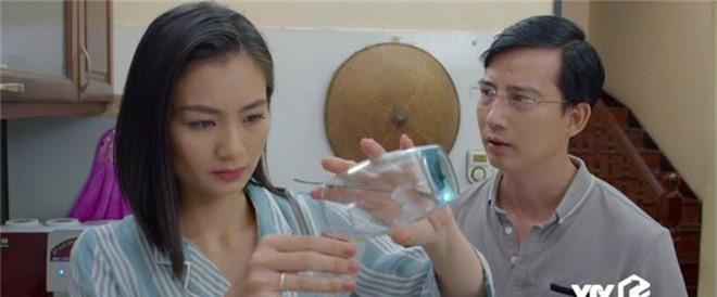 Giả thuyết: Thái không phải là gã chồng duy nhất sắp bị vợ bỏ trong Hoa Hồng Trên Ngực Trái, Dũng - chồng San cũng sắp ra rìa?  - Ảnh 12.