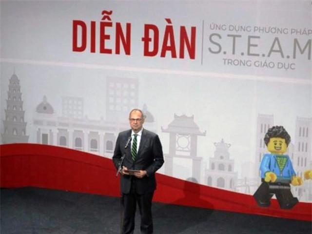 Đại sứ Đan Mạch tại Việt Nam Kim Hojlund Christensen phát biểu tại diễn đàn