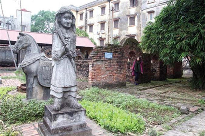 Ngôi mộ Hán có niên đại gần 2.000 năm được khai quật ở thôn Vũ Xá và phục dựng trưng bày tại Bảo tàng tỉnh Hải Dương.