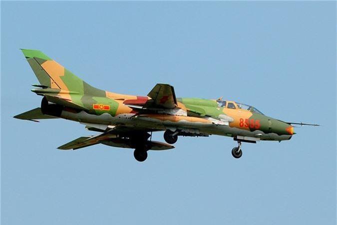 Bat ngo kha nang chien dau cua may bay huan luyen Su-22UM3K Viet Nam-Hinh-10