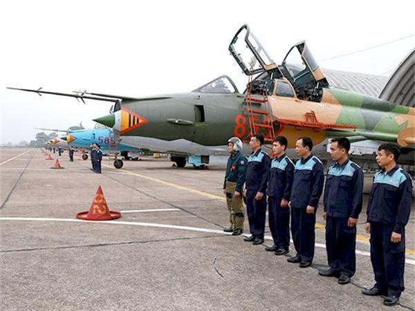 Bat ngo kha nang chien dau cua may bay huan luyen Su-22UM3K Viet Nam-Hinh-4