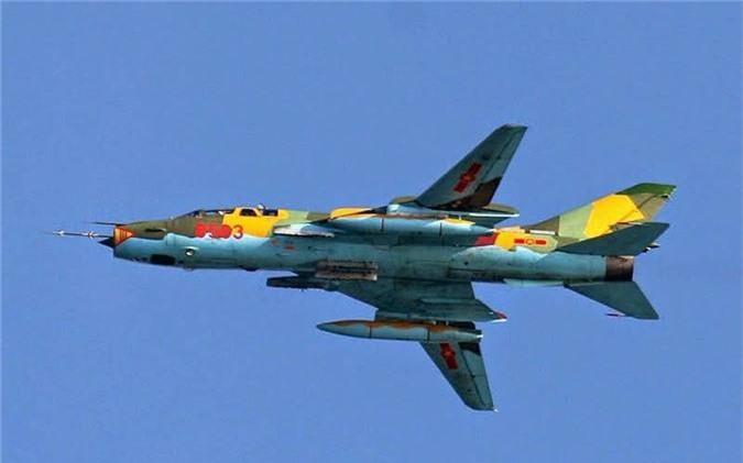 Bat ngo kha nang chien dau cua may bay huan luyen Su-22UM3K Viet Nam-Hinh-7