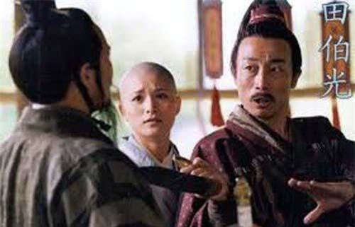 Điền Bá Quan là một kẻ ham mê tửu sắc vô độ.
