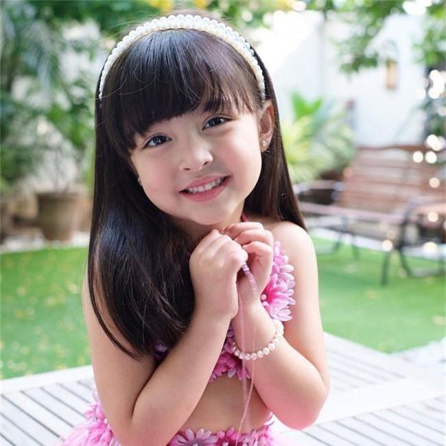 """Vẫn biết con gái """"mỹ nhân đẹp nhất Philippines"""" xinh như thiên thần nhưng không ngờ sự thay đổi từ bé đến lớn lại nhiều thế này - Ảnh 3."""