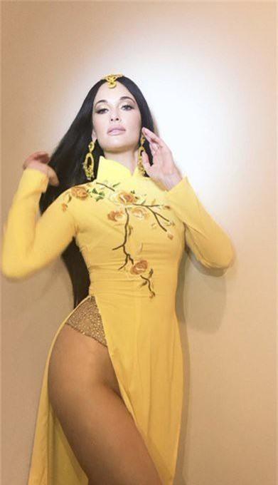 """Ngô Thanh Vân bức xúc trước việc nữ ca sĩ nước ngoài mặc áo dài Việt Nam nhưng """"quên"""" mặc quần đầy phản cảm"""