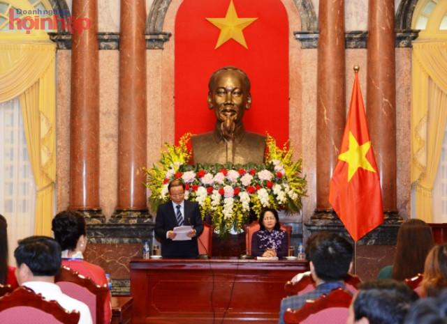 Dr. Nguyen Van Than - Chairman of Vinasme - National Assembly member reported Vinasme's performance results.