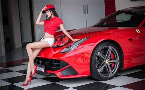 Người đẹp bên siêu xe Ferrari F12.