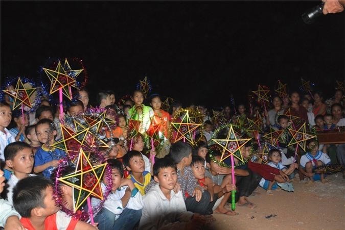 """Trẻ em xã Thạch Ngàn háo hức chờ đón đêm hội trăm rằm """"Vầng trăng yêu thương"""""""