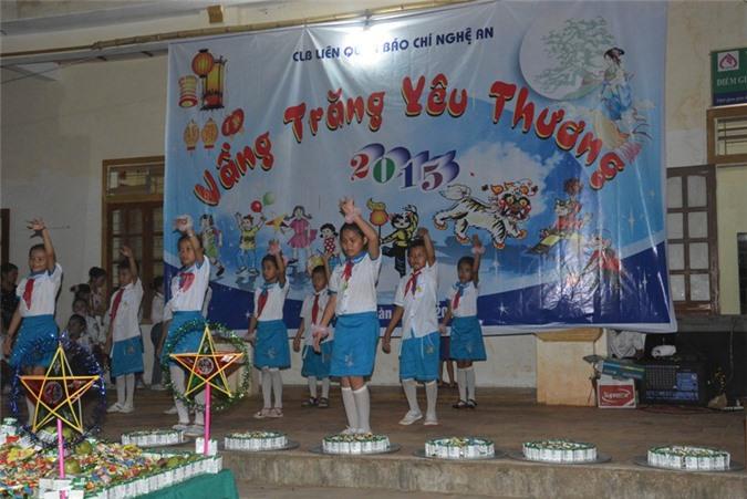 Các tiết mục văn nghệ của các em học sinh Trường THCS xã Thạch Ngàn.