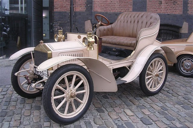 2. Rolls-Royce 10HP 1904.