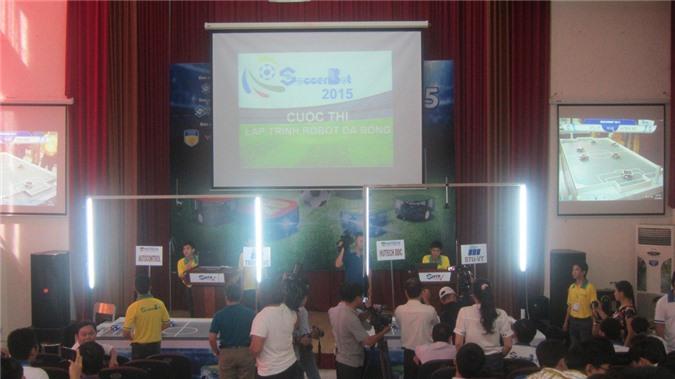 """Cuộc thi lập trình robot đá bóng """"SOCCERBOT 2015"""" được SHTP-IC tổ chức thực sự là sân chơi về công nghệ đối với sinh viên, tạo tiền đề cho các doanh nghiệp tìm kiếm nguồn nhân lực chất lượng cao-"""