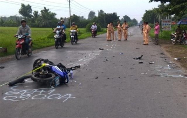 Vĩnh Long: Va chạm xe tang, 3 thanh niên tử vong