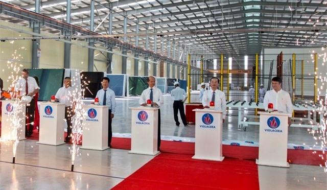Nghi thức Khánh thành dây chuyền sản xuất Nhà máy Kính tiết kiệm năng lượng Viglacera.
