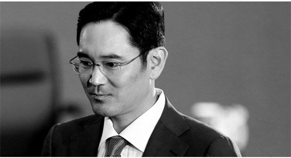 Cậu ấm 47 tuổi Lee Jae Yong gồng mình cứu con tàu chìm Samsung