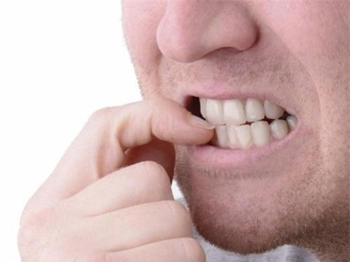 Kết quả hình ảnh cho Móng tay cắn có thể gây hại cho răng