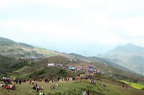 Quang cảnh lễ hội Mù Là của người Mông ở Bắc Kạn. Ảnh: Bùi Đức Hiếu-TTXVN