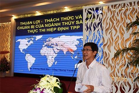 Ông Trương Đình Hỏe - Tổng thư ký Hiệp hội Chế biến và Xuất khẩu Thủy sản Việt Nam (VASEP) báo cáo tham luận