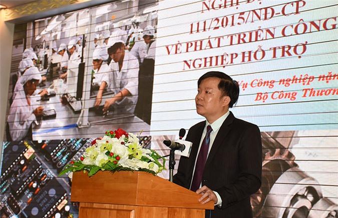 Ông Phạm Anh Tuấn - Phó vụ trưởng Vụ Công nghiệp nặng trình bày tham luận