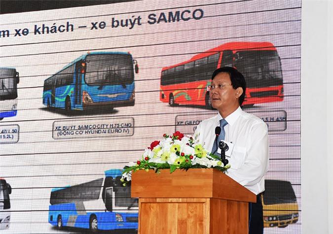 Đại diện Tông công ty Co khí Giao thông Vận tải Sài Gòn (SAMCO) trình bày tham luận