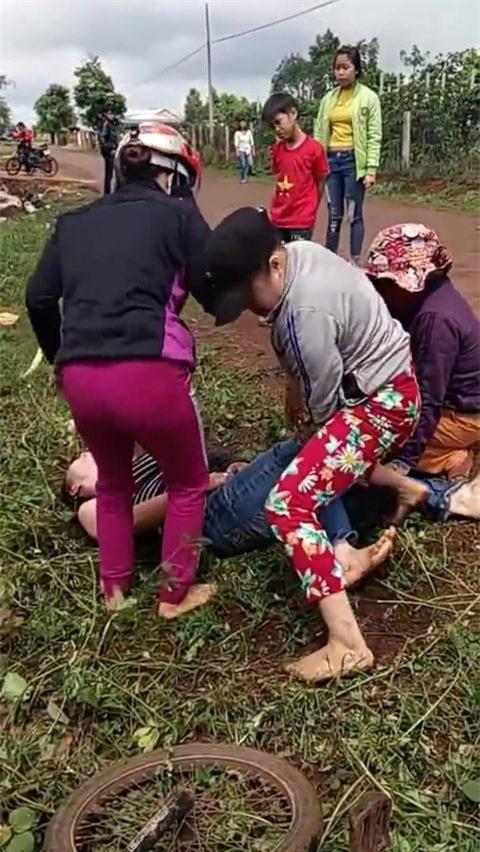 Xác định vợ cán bộ xã gây ra vụ đánh ghen xôn xao Facebook - Ảnh 1